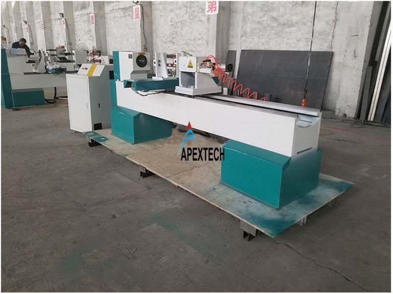 1530 Low Price Automatic CNC Wood Lathe Machine for Sale